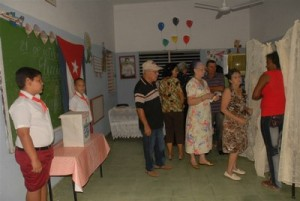 A total of 347,707 people in Sancti Spiritus went to polls in the first round. (Photo: Vicente Brito)