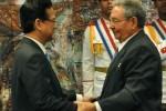 Cuban President Raul Castro Decorates Vietnamese Prime Minister
