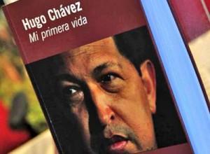 """""""Hugo Chávez: Mi primera vida"""", by the renowned intellectual Ignacio Ramonet."""