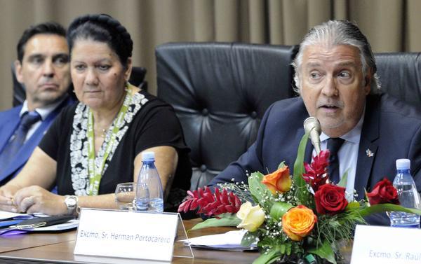 Hernan Portocarero (R), EU ambassador to Havana, during a press conference at Havana's International Trade Fair. (Photo: AIN)