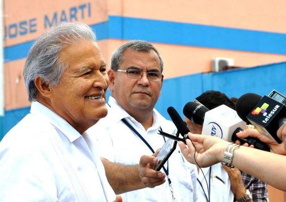 Salvadorian President in Cuba