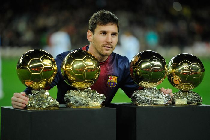 BARCELONA, SPAIN - JANUARY 16:  Leo Messi of Barcelona FC displays his four ballons d'or to the audience prior to the Copa del Rey Quarter Final match between Barcelona FC and Malaga CF at Camp Nou on January 16, 2013 in Barcelona, Spain.  (Photo by Gonzalo Arroyo Moreno/Getty Images)