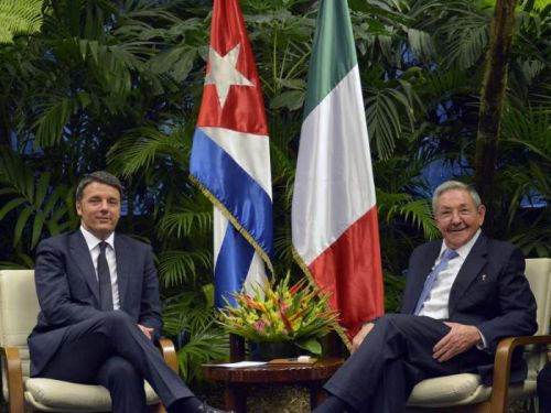 Renzi (L) held a meeting with Cuban President Raul Castro. Photo: AIN