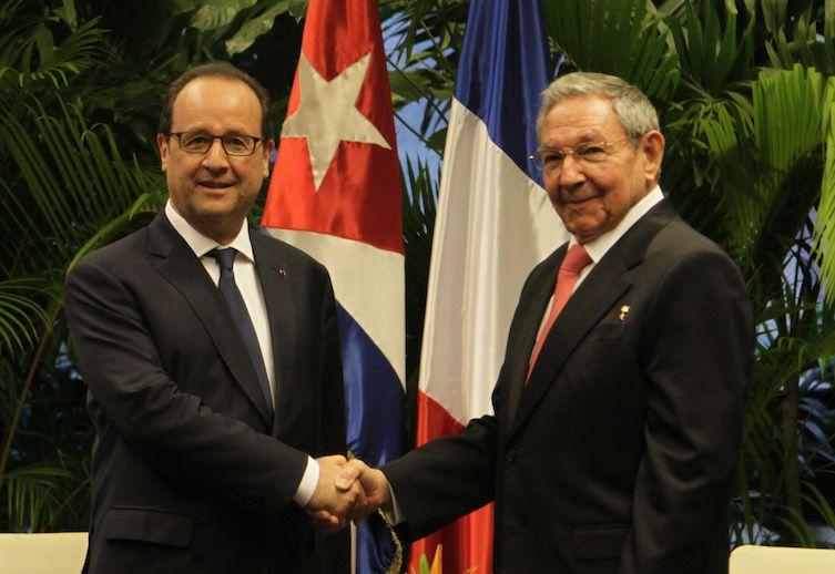 Raul Castro welcomes François Hollande in Havana, on May 11, 2015. (Photo: Ismael Francisco)