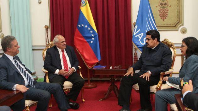Nicolas Maduro Receives UNASUR Report on Venezuelan Elections. Photo taken from www.avn.info.ve