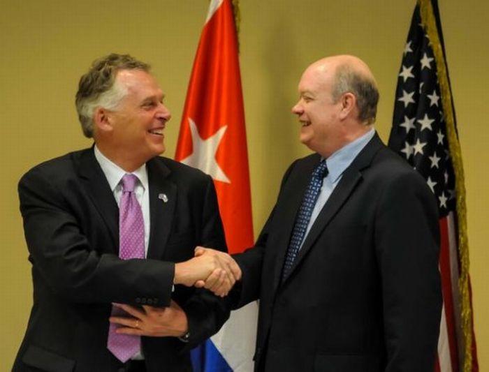 Virginia governor and Rodrigo Malmierca during the opening of the Cuba-Virginia business forum. (Photo: ACN