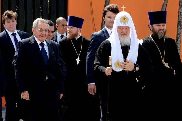 Raul Castro Bids Farewell to Patriarch Kirill. Photo: ACN.