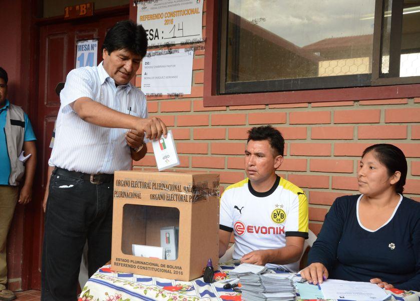 Evo Morales votes on historical day in Bolivia. Photo: www.abi.bo