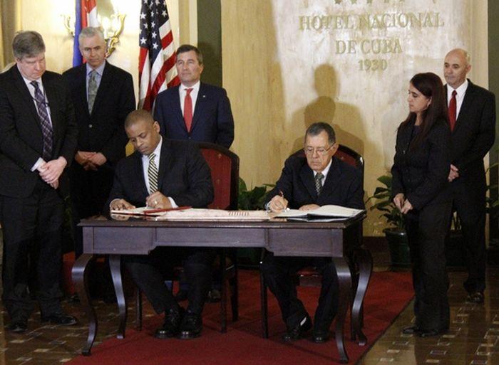 Agreement to Normalize US-Cuba Flights Signed in Havana. Photo: José Raúl Concepción
