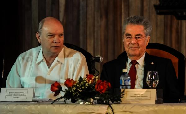Rodrigo Malmierca Díaz (L), Cuban minister for Foreign Commerce and Investment, and Heinz Fischer (R), president of the Federal Republic of Austria. Photo: ACN