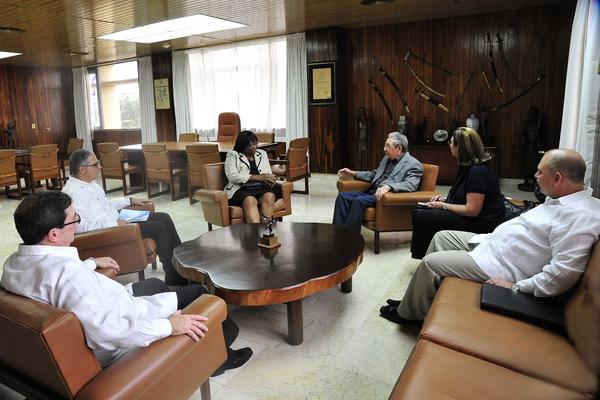 Raul Castro Meets with PAHO Director General. Photo: ACN