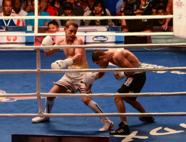 Fight between Santiago Amador (L) defeated Tolgahan Ozturk in the 48 kg division. Photo: ACN.
