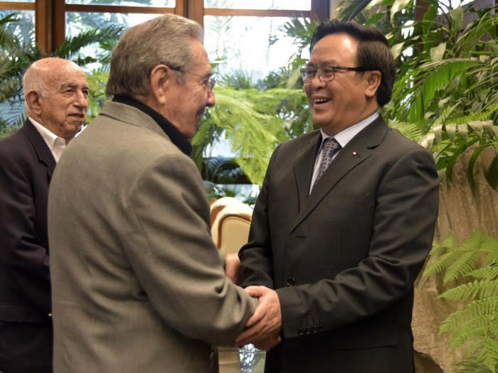 Raúl Castro Welcomes Vietnamese Special Envoy. Photo: Estudios Revolución