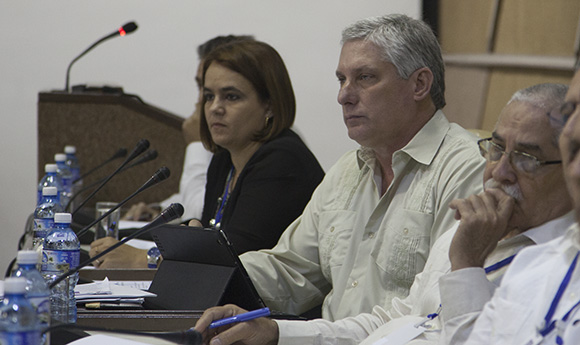 The constitution of the Cuban Informatics Association was presided over by Cuba First Vice Miguel Díaz-Canel. Photo taken from cubadebate.cu
