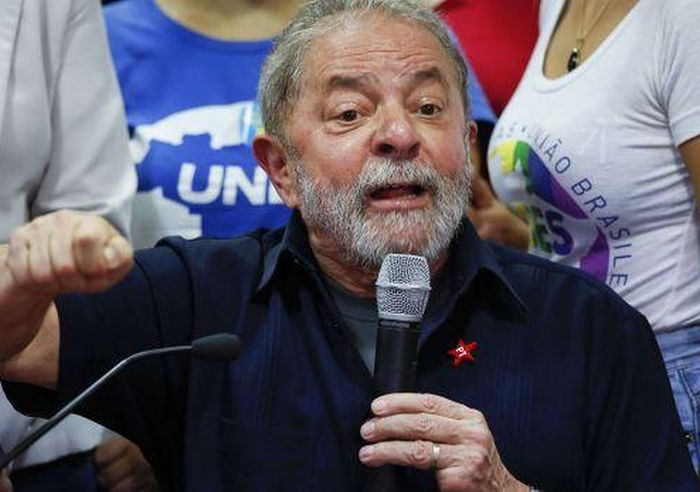 Brasil: Lula da Silva Released after Police Interrogation. Photo: AP