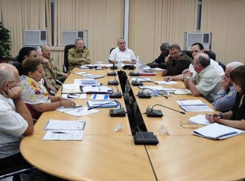 Raul Castro Calls for More Discipline to Fight Aedes Mosquito. Photo: Estudios Revolución.