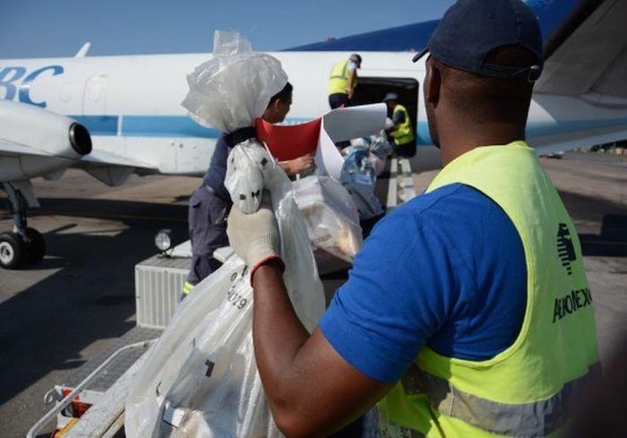 First Cuba-U.S.A. Direct Mail Service Flight Arrives in Havana. Photo: ACN