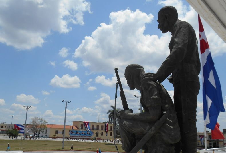 Sancti Spiritus's Plazas Ready for First of May Parade (Photo: A. del Valle)