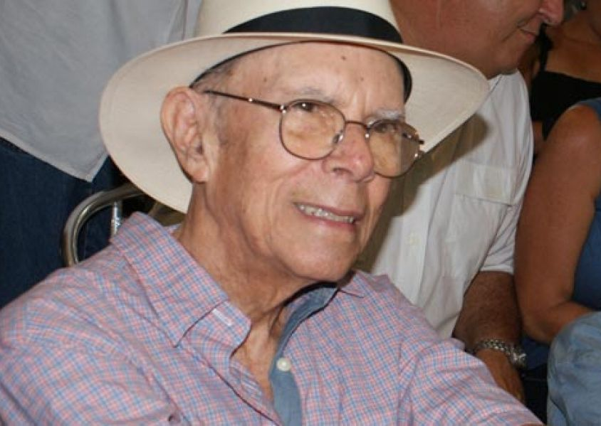 Garcia Espinosa, 2004 National Film Award winner, was the only founder of the Cuban Film Institute (ICAIC) –which he directed from 1983 to 1991- that was still alive.