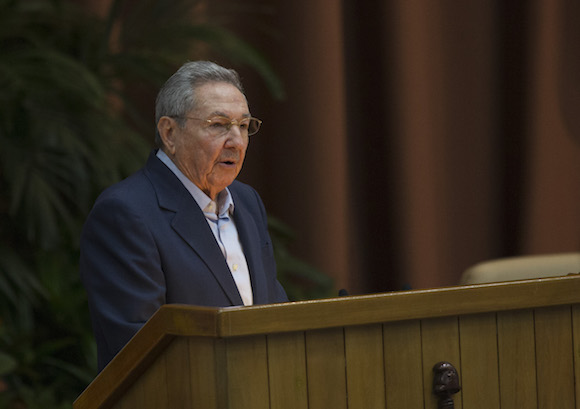 Raul Castro: Fight in Favor of Peace is Cuban Party's Main Mission (Photo: Ismael Francisco)