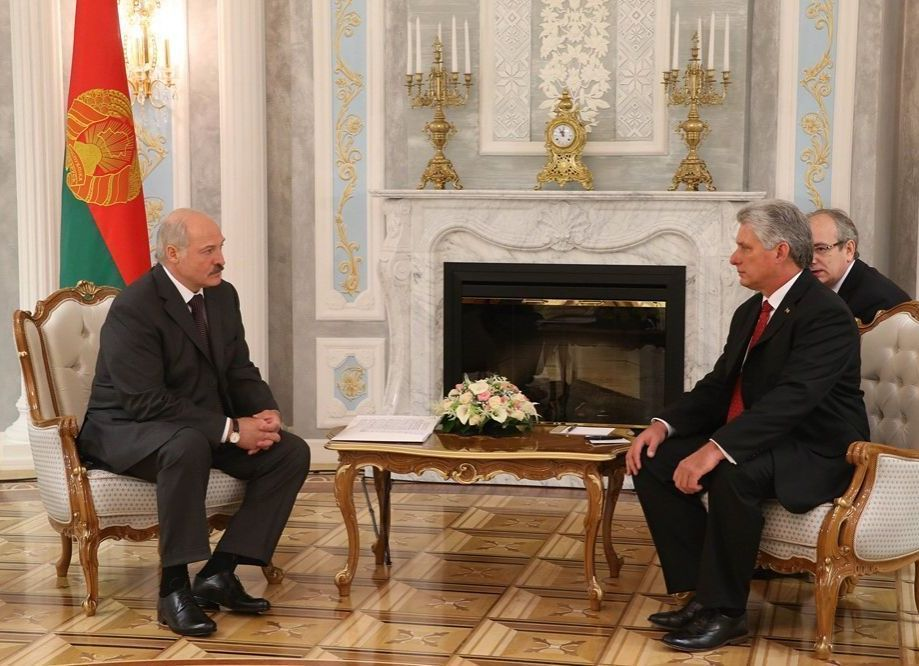 Miguel Díaz-Canel (R) was received by Alexander Lukashenko.
