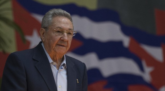 University of Panama Awards Honorary Prize to Cuban President (Photo taken from cubadebate.cu)