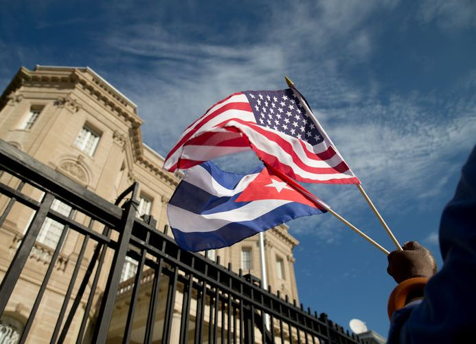 Obama ends 'wet foot, dry foot' immigration status for Cuban migrants