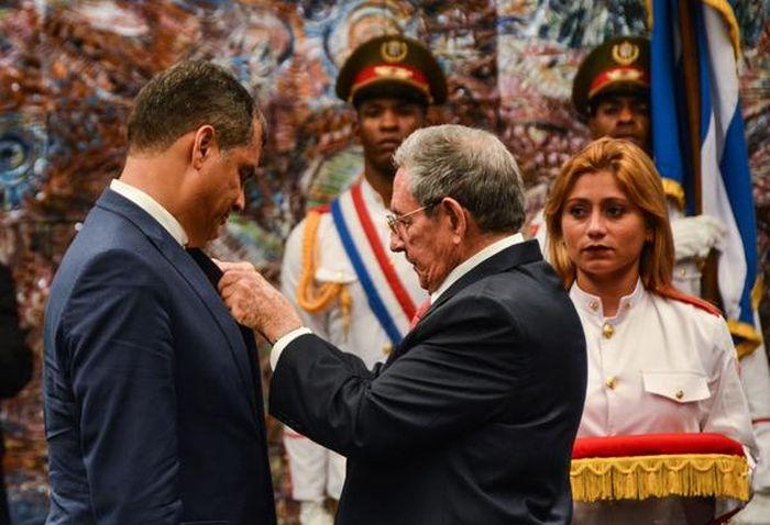 escambray today, rafael correa, raul castro, ecuador, cuba, jose marti medal