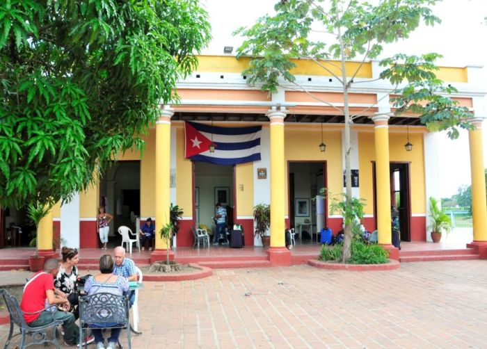 escambray today, casa de la guayabera, summer