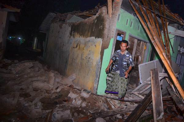 Natural disaster hits Java in Indonesia, tsunami warning issued