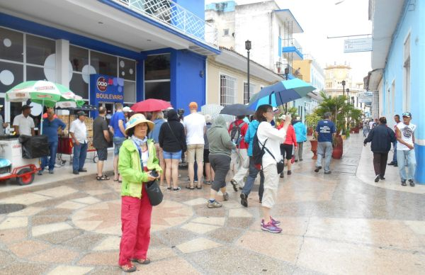 tourists in sancti spiritus