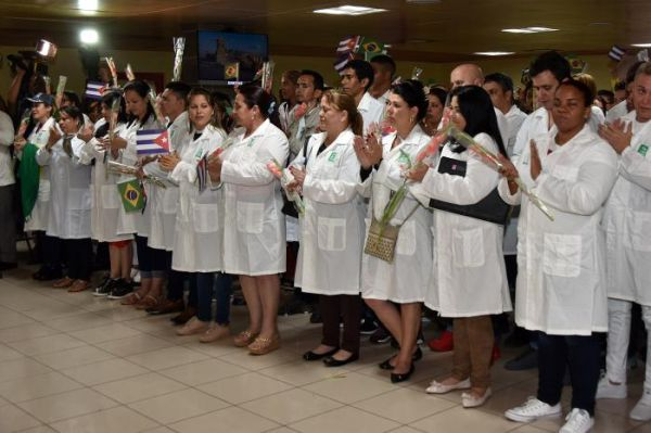 Cuban doctors return from Brasil