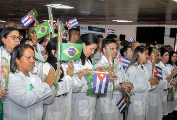 Cuban doctors return from Brasil1