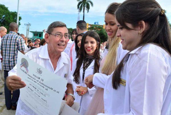 new doctors graduate in sancti spiritus