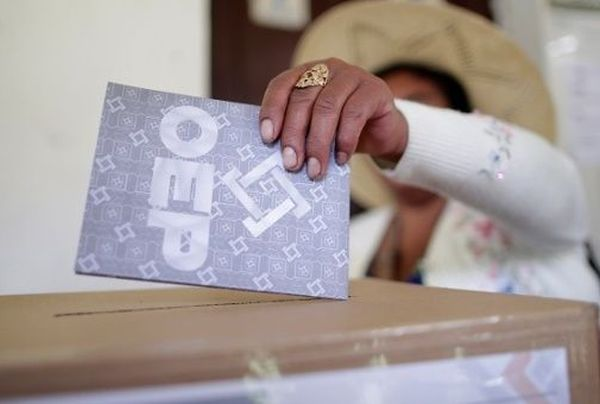 A woman casts her vote at a polling station during the presidential election in Paracti in the Chapare region, Cochabamba, Bolivia, Oct. 20, 2019.
