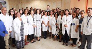 Felipe and Letizia visit Center for Molecular Immunology in Cuba