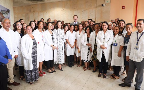Felipe and Letizia visit Center for Molecular Immunology in Cuba