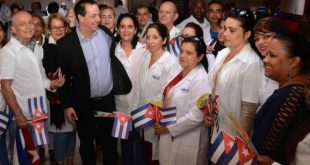 Doctor Jose Angel Portal Miranda with Cuban doctors upon arrival from Peru.