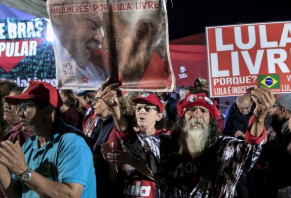 Thousands of followers have remained in vigil for 579 days in Curitiba demanding the liberation of Lula.