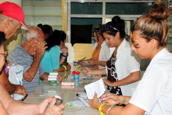 pharmacy workers in sancti spiritus, cuba