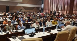 Cuban journalist Ciro Bianchi gave a master conference about the significance of tobacco in the island's history.