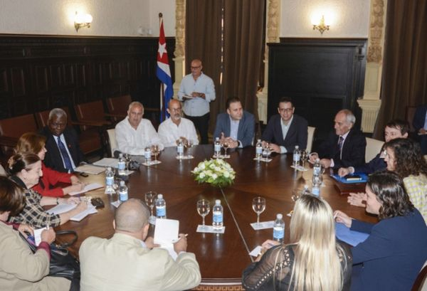 Esteban Lazo during a meeting with social democrat representatives of the European parliament