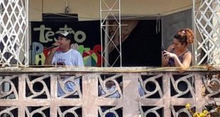 Parabajitos Theater Project performs for the residents of Los Olivos II district in Sancti Spiritus