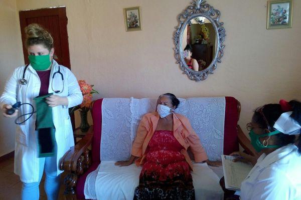 doctor and nurse visit residents in la sierpe, sancti spiritus