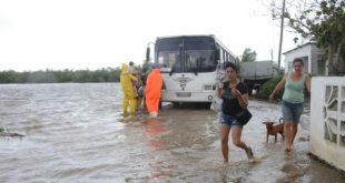 evacuation of people in tunas de zaza, sancti spiritus, cuba