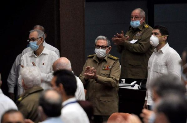 raul castro at the closing of cuba parliament fifth ordinary session