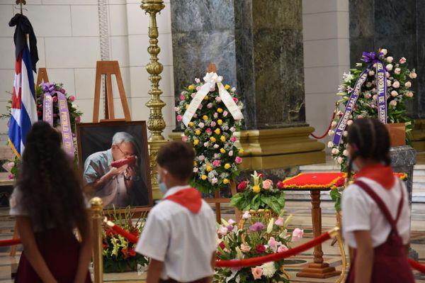 cuba pays last tribute to eusebio leal