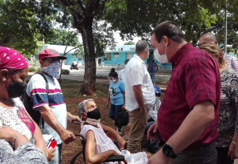 cuban-minister-of-health-visits-trinidad-in-sancti-spiritus-central-cuba2